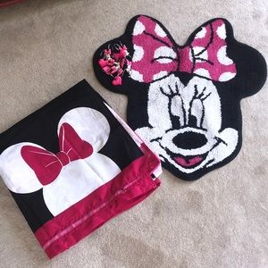 Minnie Mouse bath accessories